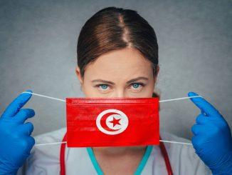 Femme avec masque tunisien