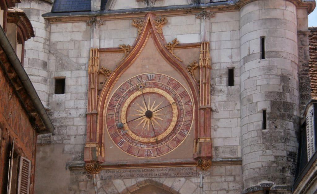 Voir la tour de l'Horloge et son quartier