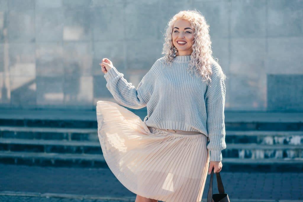 Comment porter une jupe plissée quand on est ronde?